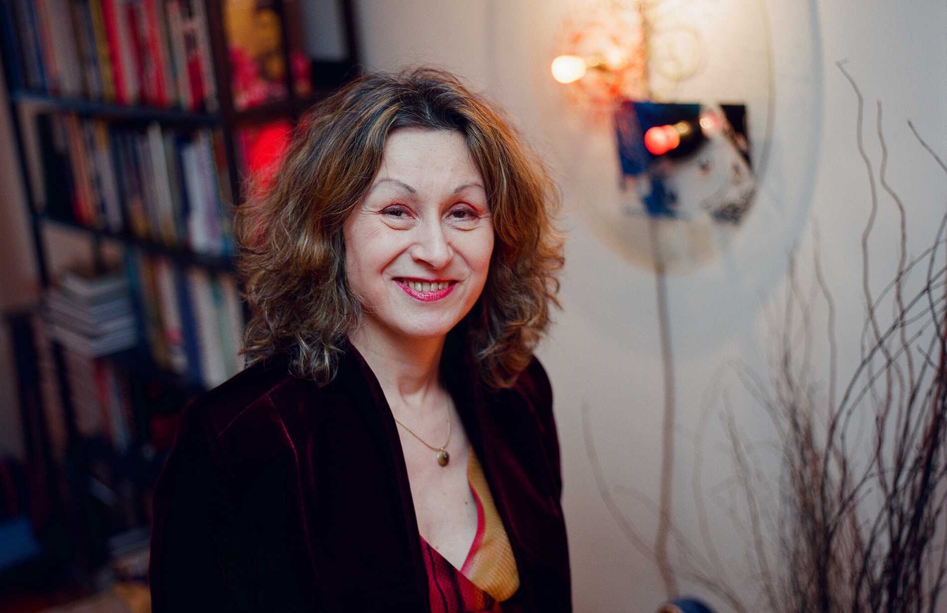 Author Lesley Downer